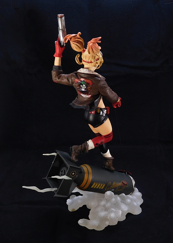 DC Bombshells: Deluxe Harley Quinn Statue by DC Collectibles